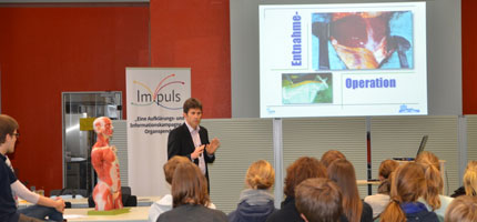 Dr. Heiner Wolters vom UKM informiert